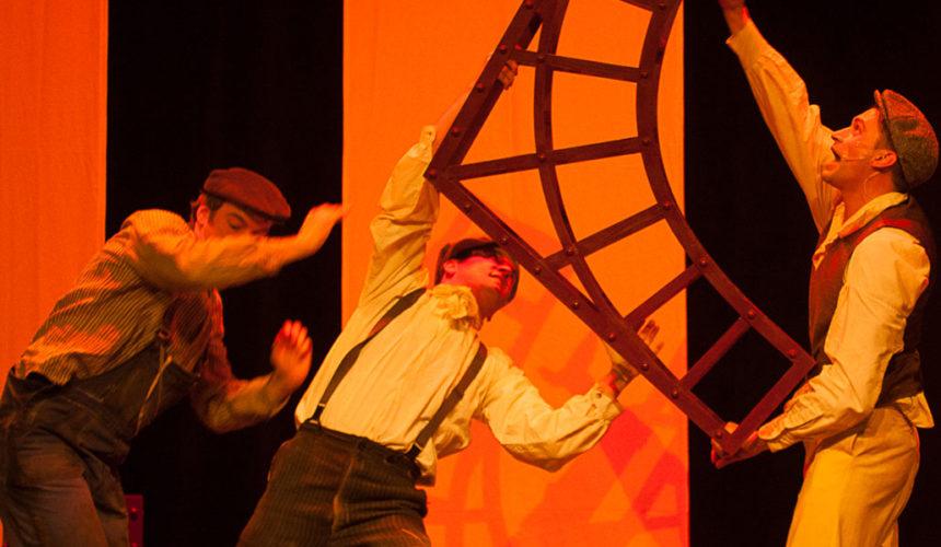 """La troupe de """"La Tour de 300 mètres –Le musical"""" au Théâtre des Mathurins"""